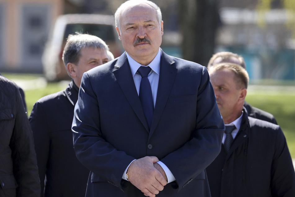 Der weißrussische Machthaber Alexander Lukaschenko (66) sorgt erneut für Aufsehen und Fassungslosigkeit.