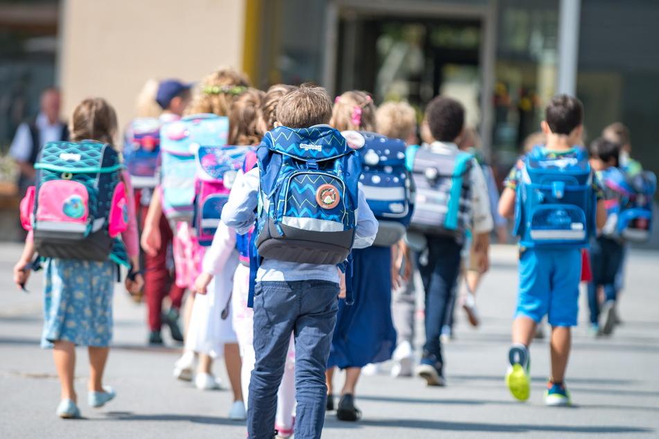 Am gestrigen Samstag begann für 39.900 Erstklässler in Sachsen ein neuer Lebensabschnitt. Die Schülerzahlen im Freistaat entwickeln sich erfreulich - sie steigen. Dieser Trend soll bis 2030 anhalten, sagen die Statistiker.