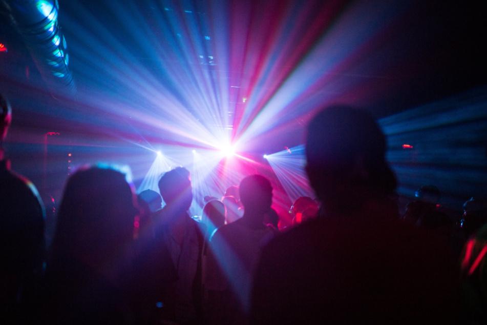 Der Betrieb von Bars, Clubs und vielem mehr wird in Stuttgart mit sofortiger Wirkung untersagt, um der Ausbreitung des Coronavirus entgegenzuwirken.