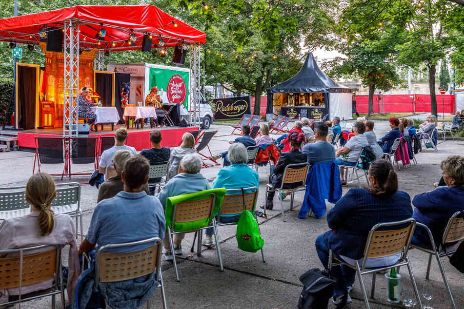Im Augusto Sommergarten am Haus der Presse gibt es am Sonntag wieder Theater.