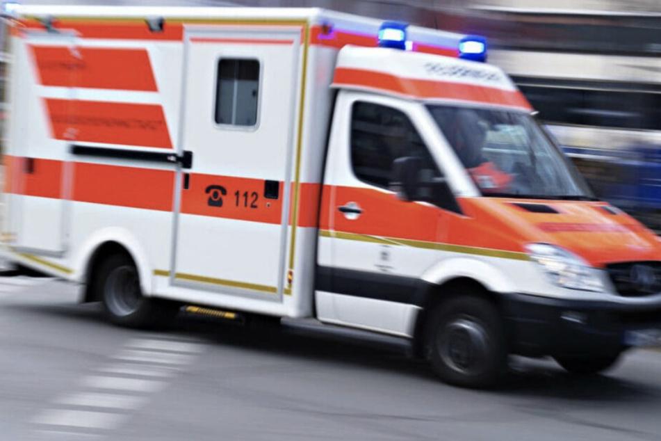 Mit schweren Verletzungen wurde die alte Dame in ein Krankenhaus gebracht. (Symbolbild)