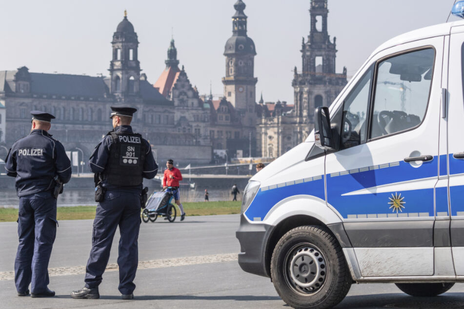 Die Polizei in Dresden auf Corona-Streife (Symbolbild).