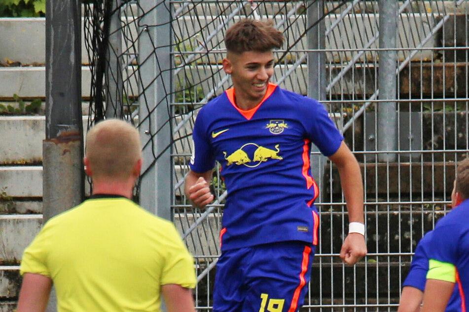 Mehmet Ibrahimi (18) hat bei RB Leipzig einen Profivertrag bis 2022 unterschrieben.