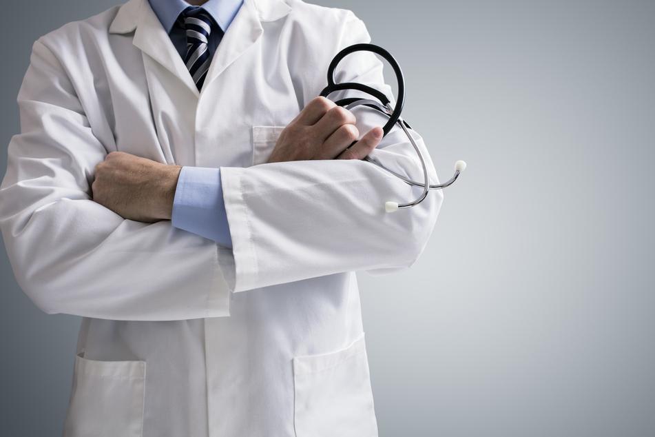 Musste Seniorin (94) sterben, weil ein Klinikarzt versagte?