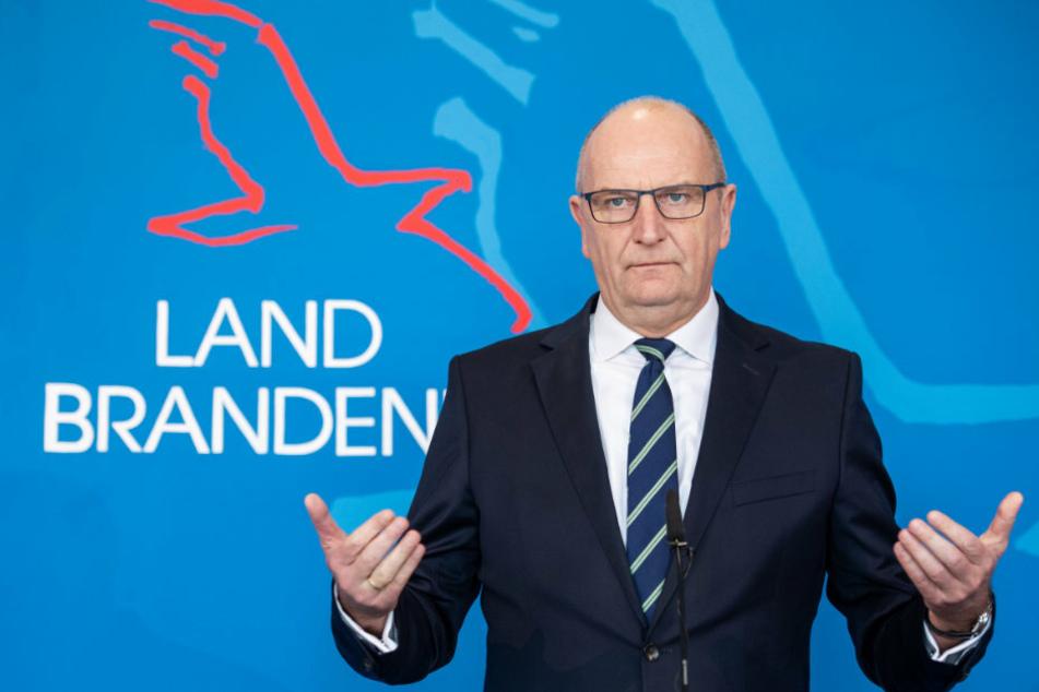 Dietmar Woidke (SPD), Ministerpräsident von Brandenburg, spricht auf einer Pressekonferenz nach einer Kabinettssitzung zum Umgang mit dem Coronavirus.