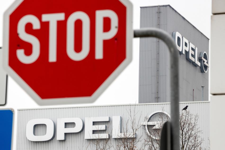 Wegen eines Corona-Ausbruchs bei einem Zulieferer in Malaysia steht aktuell die Produktion im Opel-Werk Eisenach.