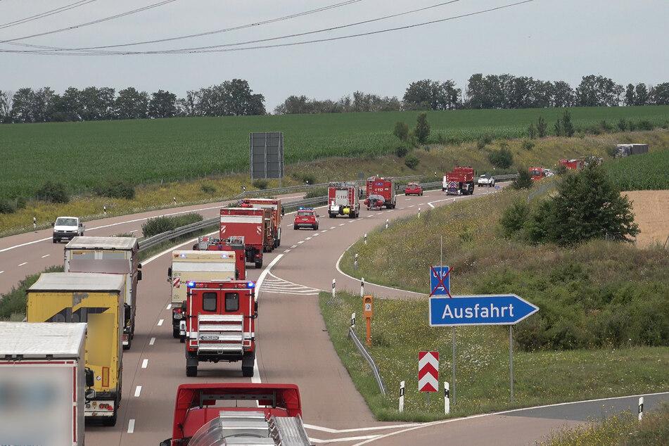 Auch von Halle (Saale) aus starteten am Dienstag mehrere Hilfeleistungskräfte.