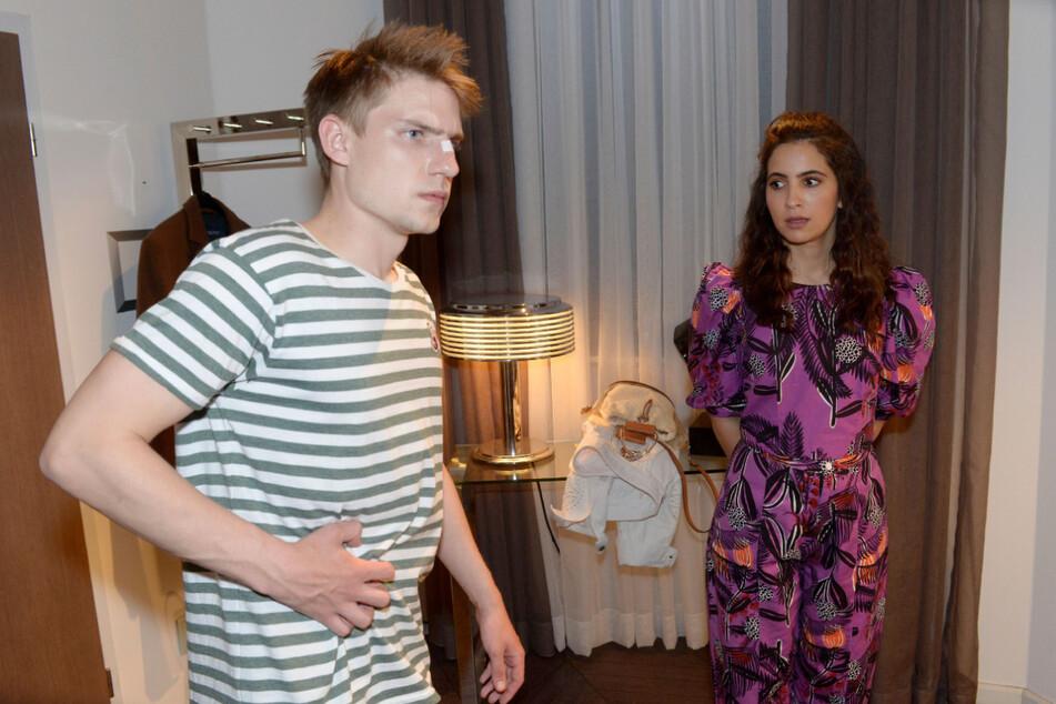 Das Geschehen macht Moritz (l.) sichtlich zu schaffen. Laura merkt, dass er nicht über seine Verletzungen sprechen möchte.