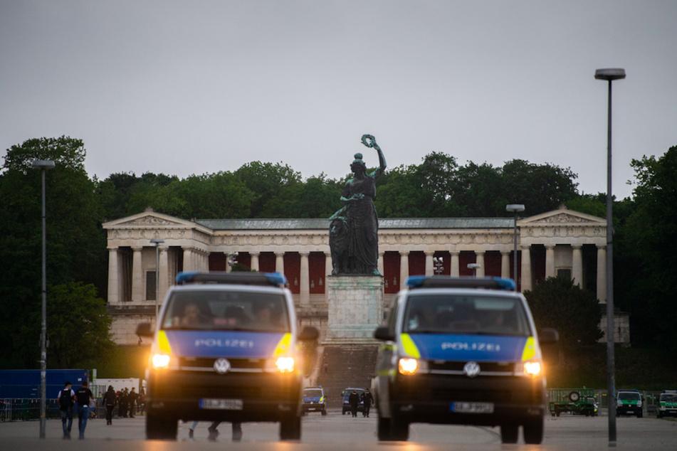 Wegen eines Unwetters wurde die Demonstration gegen die Anti-Corona Maßnahmen der Regierung in München abgebrochen.