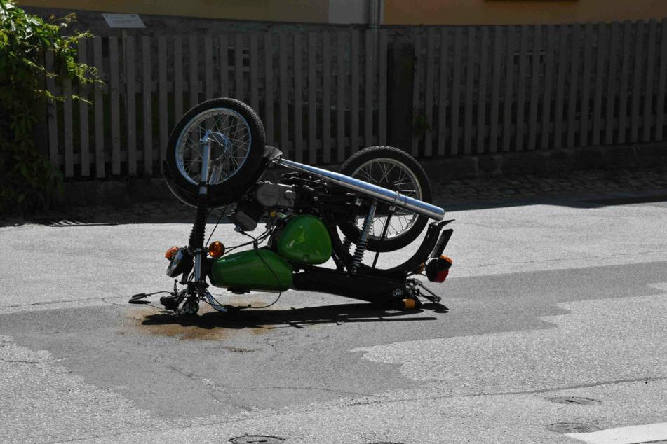 180-Grad-Wende, doch der Mopedfahrer kam zum Glück mit leichten Verletzungen davon.