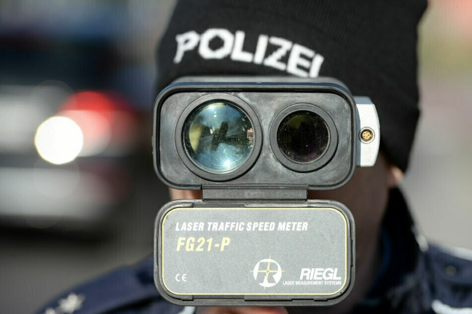 Bei einem Blitz-Marathon am Sonntag haben Chemnitzer Beamte auf der A72 genau 141 und der A4 weitere 217 Raser erwischt. (Symbolbild)