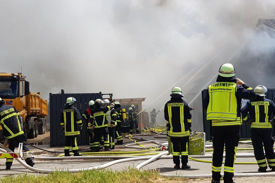 Gewerbehalle brennt nieder: Hoher Sachschaden
