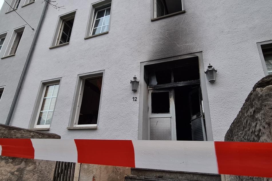 Mutter (43) und Sohn (20) sterben bei Brand in Mehrfamilienhaus