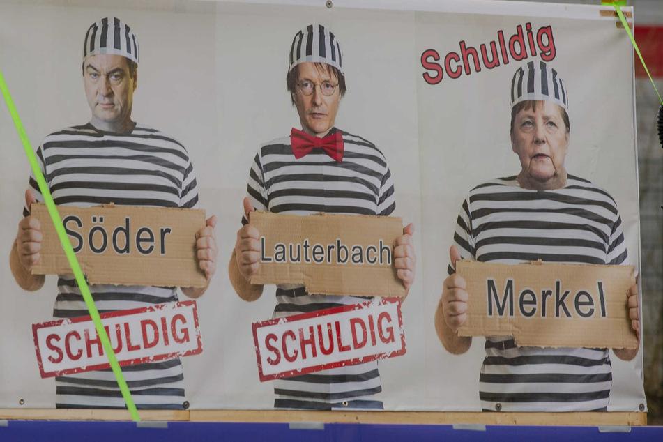 Bayerns Ministerpräsident Markus Söder (54, CSU), Mediziner Karl Lauterbach (58, SPD) und Bundeskanzlerin Angela Merkel (66, CDU) tragen Häftlingsklamotten und werden für schuldig erklärt.