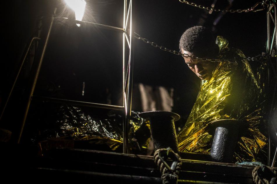 Rund 150 Migranten von überfülltem Rettungsschiff aufgenommen