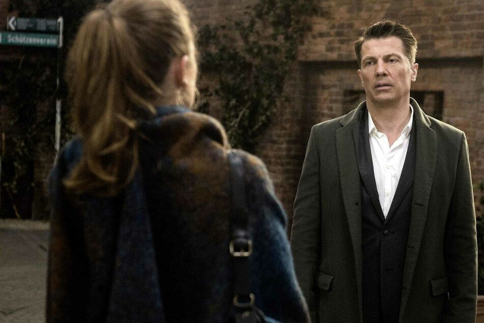 "Rote Rosen: ""Rote Rosen"": Bringt Gregor Carla etwa in Lebensgefahr?"