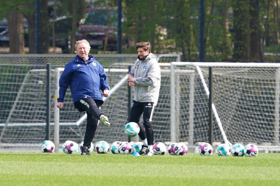 Horst Hrubesch (70) ist die letzte Hoffnung des HSV.