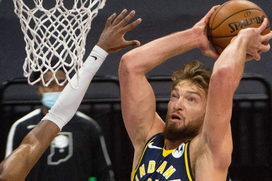 NBA: Pacers pound the Thunder with an 82-point half and a triple-double by Sabonis!