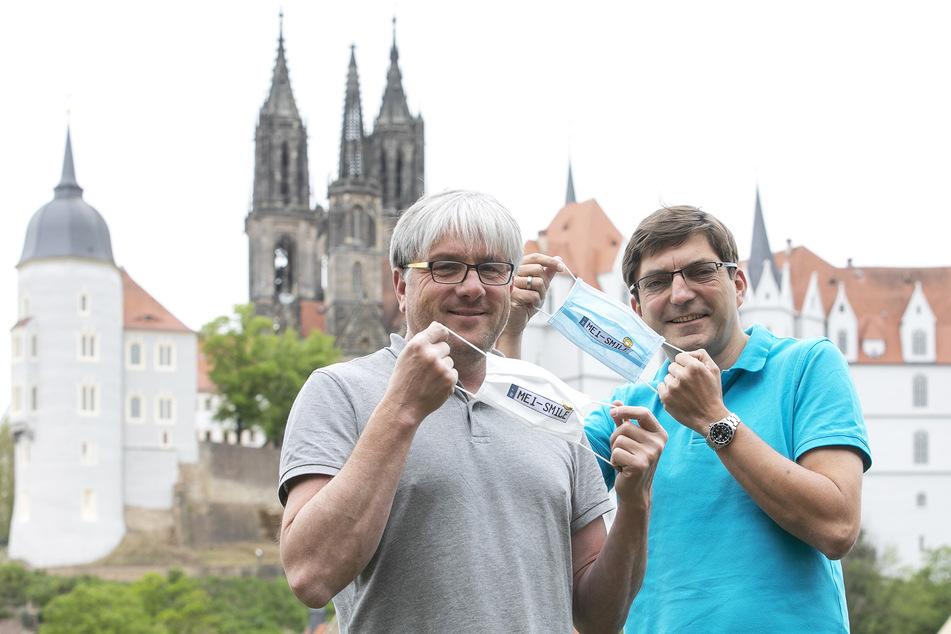 Nein, sie haben keine MEI-SE, sondern 'ne tolle Idee: Porzellan-Designer Olaf Fieber (54, l.) und IT-Experte Carsten Wüstner (46) haben die ausgefallenen Masken entworfen.