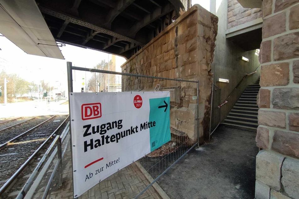 Über diese Treppe geht's zum neuen Haltepunkt Mitte.