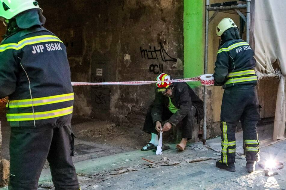 Firefighters intervened due to the damage caused by the quake in Sisak, Croatia.