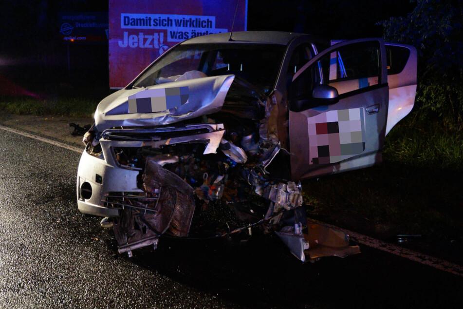 Drei Personen wurden durch den Zusammenstoß leicht verletzt.