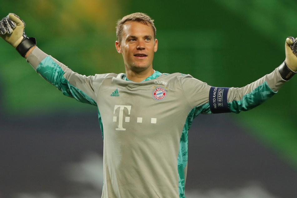 Bayerns Torhüter Manuel Neuer (34) feiert den Treffer zum 0:3 für seine Mannschaft.