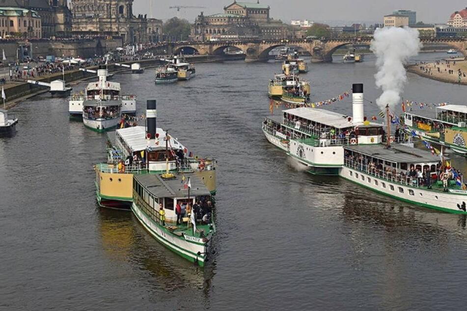 Weiße Flotte feiert mit Volldampf in den Mai