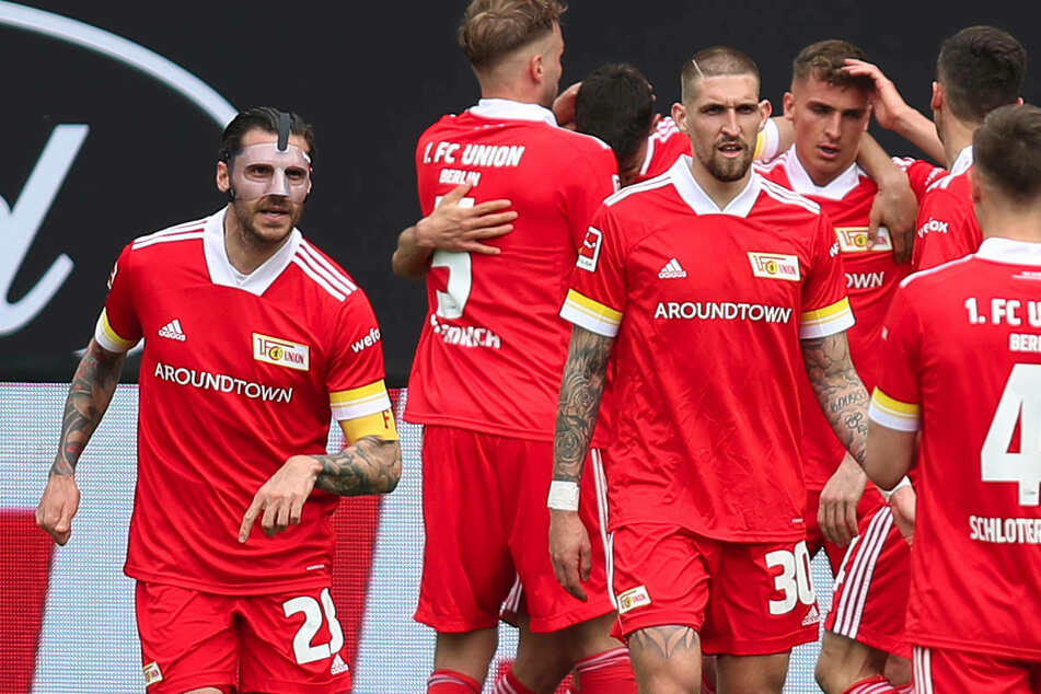 Am Samstag konnten die Spieler von Union Berlin einen 2:1-Sieg gegen den VfB Stuttgart bejubeln. Ab Montag wird die Mannschaft sich während der englischen Woche vorsorglich in eine Hotel-Quarantäne begeben.