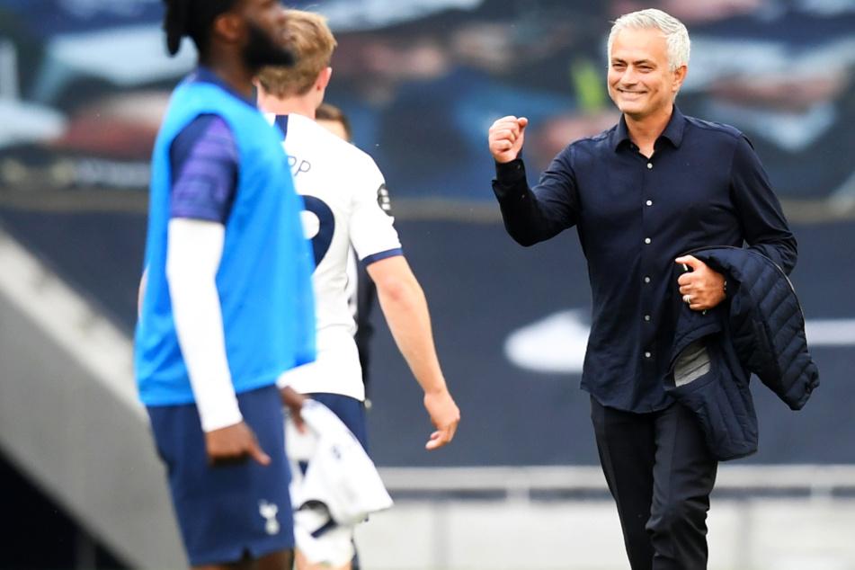 Jose Mourinho (57; r.) sorgte mit einem Instagram-Post für Lacher.
