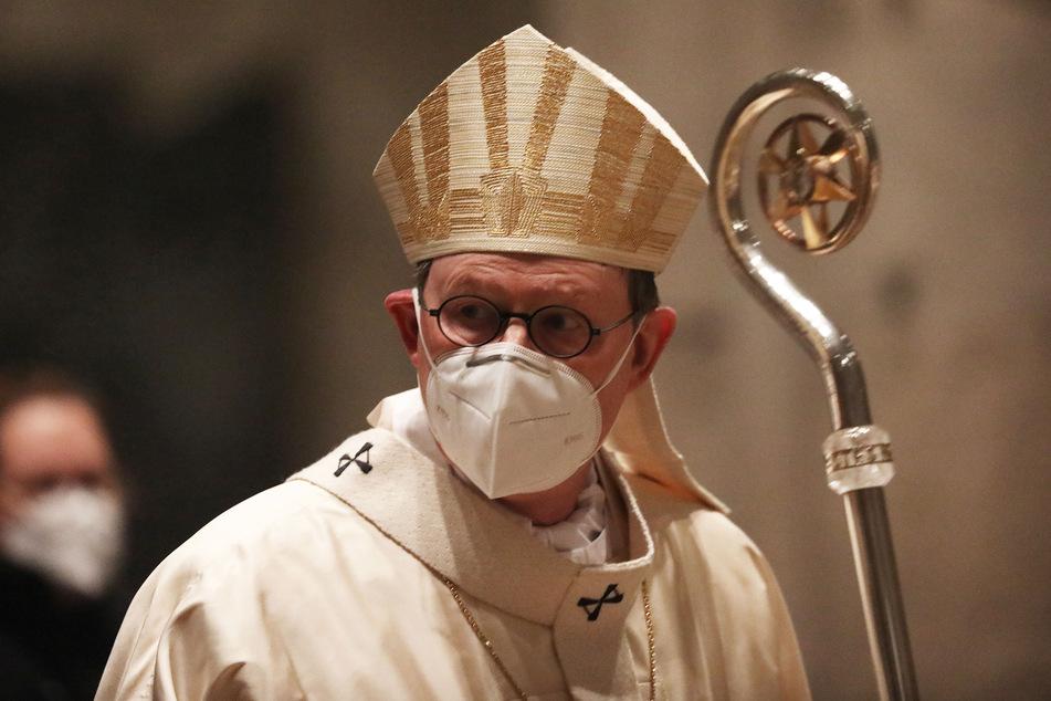 Der Kölner Kardinal Rainer Maria Woelki (64) steht seit Wochen in der Kritik, weil er ein Missbrauchs-Gutachten zurückhält.