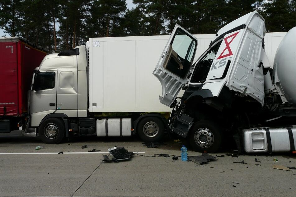 Innerhalb weniger Stunden: Zwei Lastwagen-Unfälle auf der A2 sorgen für Verletzte und Sperrungen