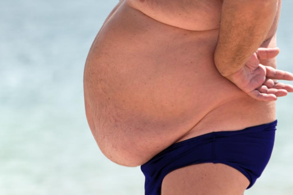 Ist dieser Mann bereits zu dick für das Hotel in Cuxhaven? (Symbolbild)