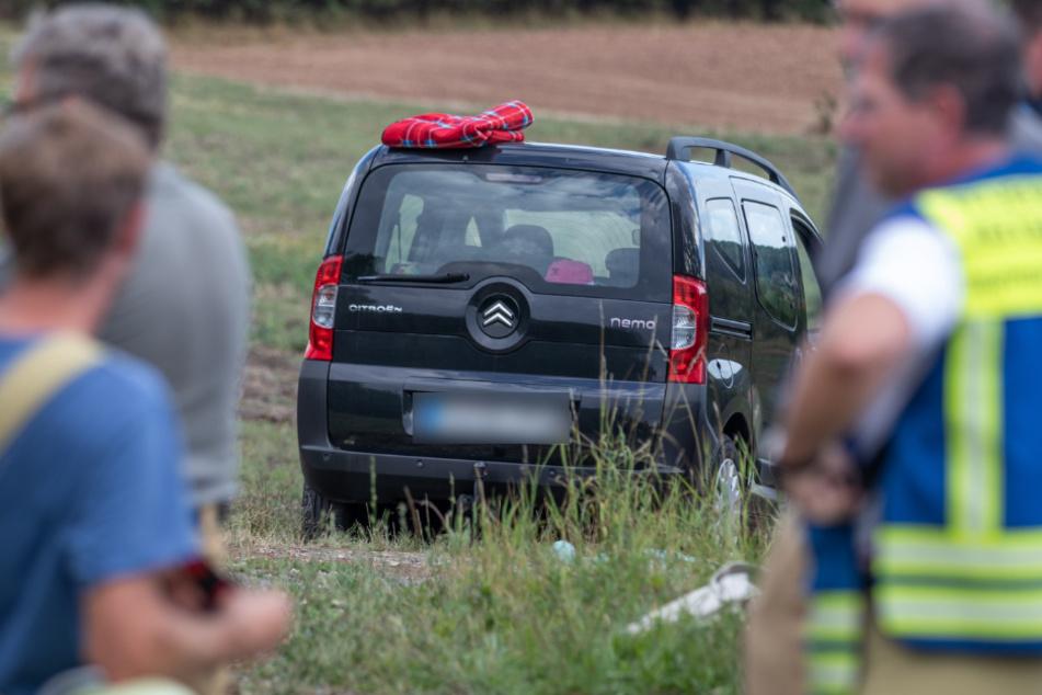Tragischer Unfall: Frau wird vom eigenem Auto überrollt und stirbt