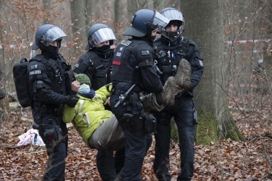 Polizei nimmt bei A49-Protesten mehrere Umweltaktivisten in Gewahrsam