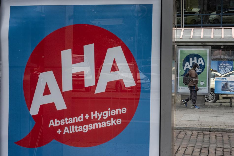"""""""AHA"""" steht für """"Abstand + Hygiene + Alltagsmaske"""". Viele Menschen in Deutschland wollen diese Regeln auch nach der Pandemie weiter einhalten."""
