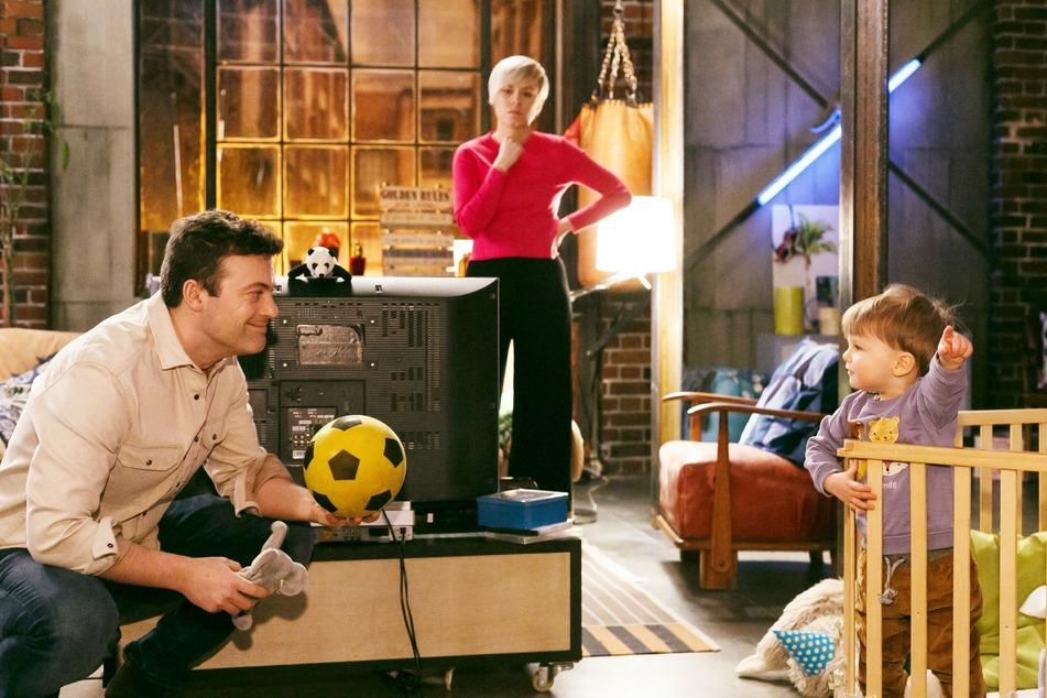 Kim macht sich Sorgen um ihren Job im Prunkwerk, das von Justus gekauft wurde. Wie soll sie ihren Partner Ben und den Sohn Nils ernähren?