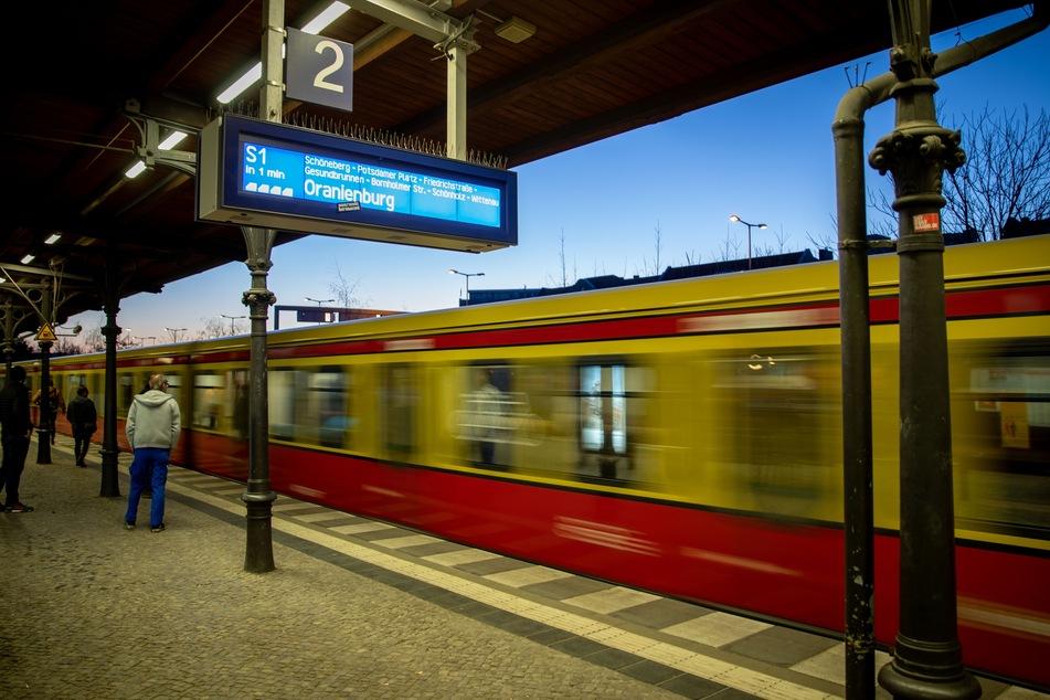 Die Berliner S-Bahn warnt vor Verspätungen und Ausfällen aufgrund des drohenden Unwetters. (Symbolbild)