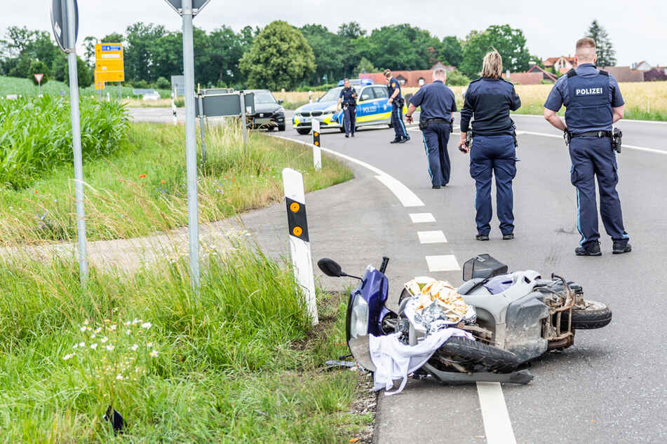 Auto übersehen: 85-jähriger Rollerfahrer stirbt nach Unfall