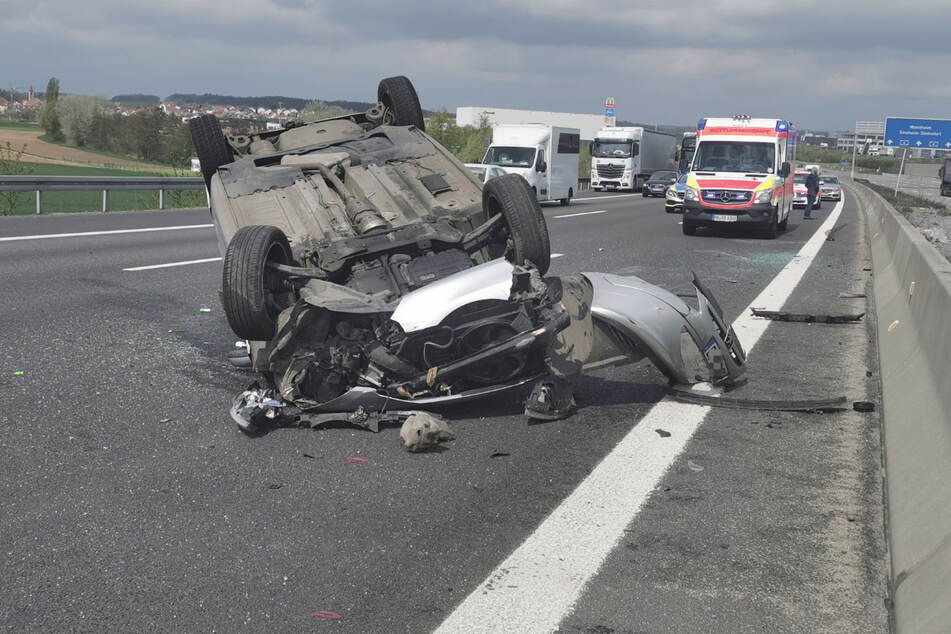 Unfall A6: Auto überschlägt sich nach Unfall mit Sattelzug