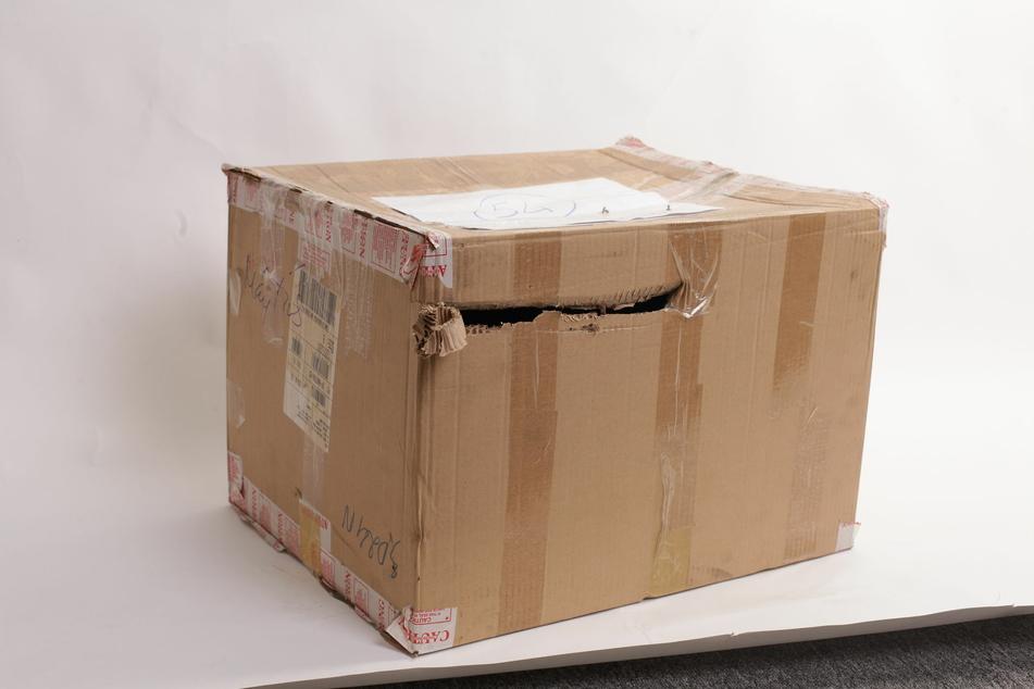 Ein zehn Kilogramm schweres Paket hat in Neuss einen Gefahrenstoff-Einsatz ausgelöst. (Symbolbild)