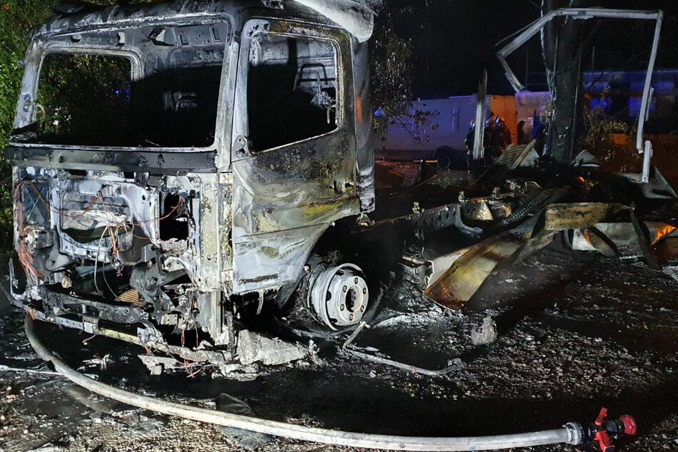 Lastwagen durch Feuer komplett zerstört: 30.000 Euro Schaden