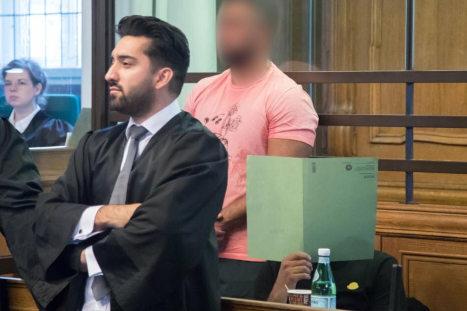 Clanchef Arafat Abou-Chaker (44, M.) steht im Saal Landgericht.