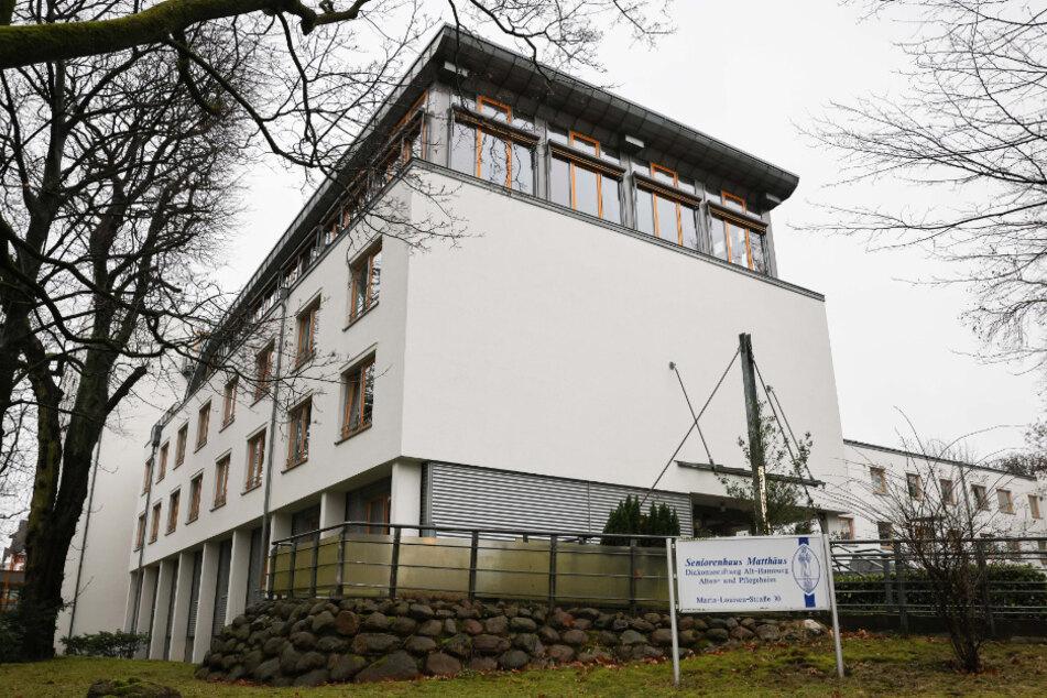 Eine Außenansicht zeigt das Seniorenhaus Matthäus in Hamburg-Winterhude.
