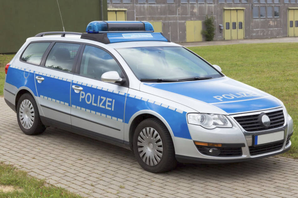 Betrunkene Jugendliche machen Party: Polizei sprengt illegale Feier in Sachsen