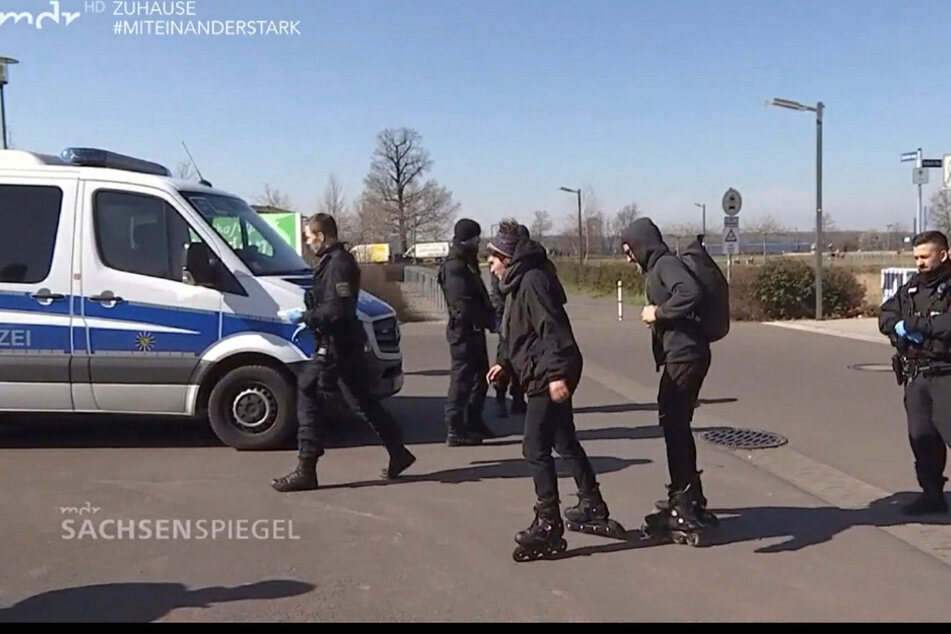 Auch diese beiden Inline-Skater bekamen zunächst eine Anzeige, weil sie keine Kenntnis von der ominösen 5-Kilometer-Regel hatten.