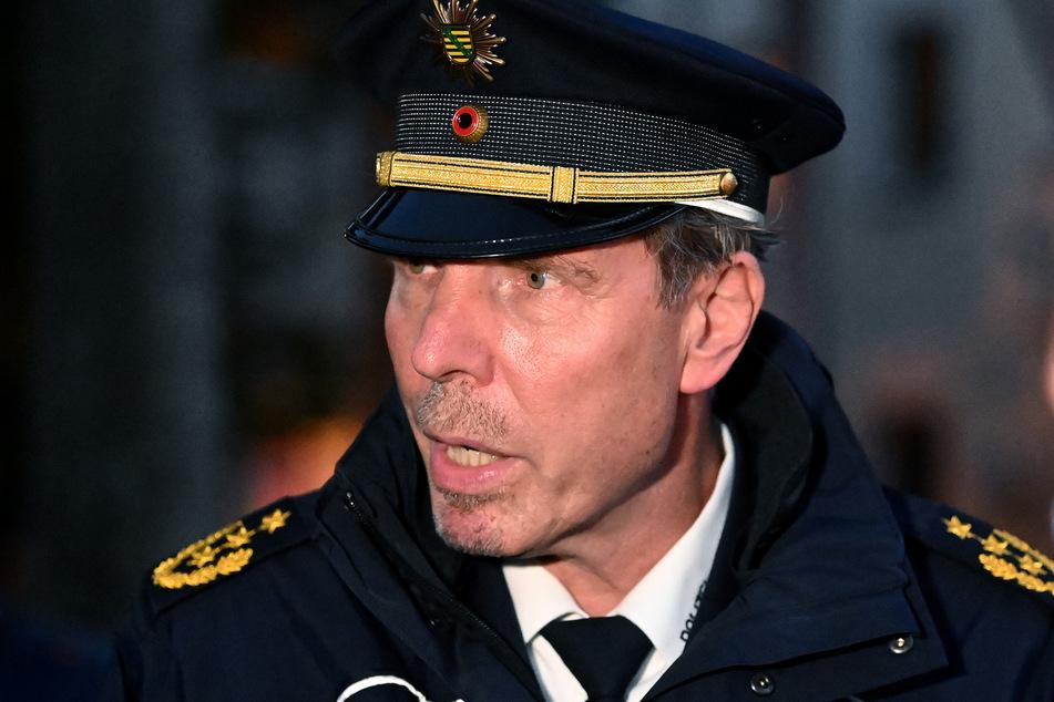 Leipzigs Polizeipräsident Torsten Schultze (55) sprach am Abend über das Einsatzgeschehen.