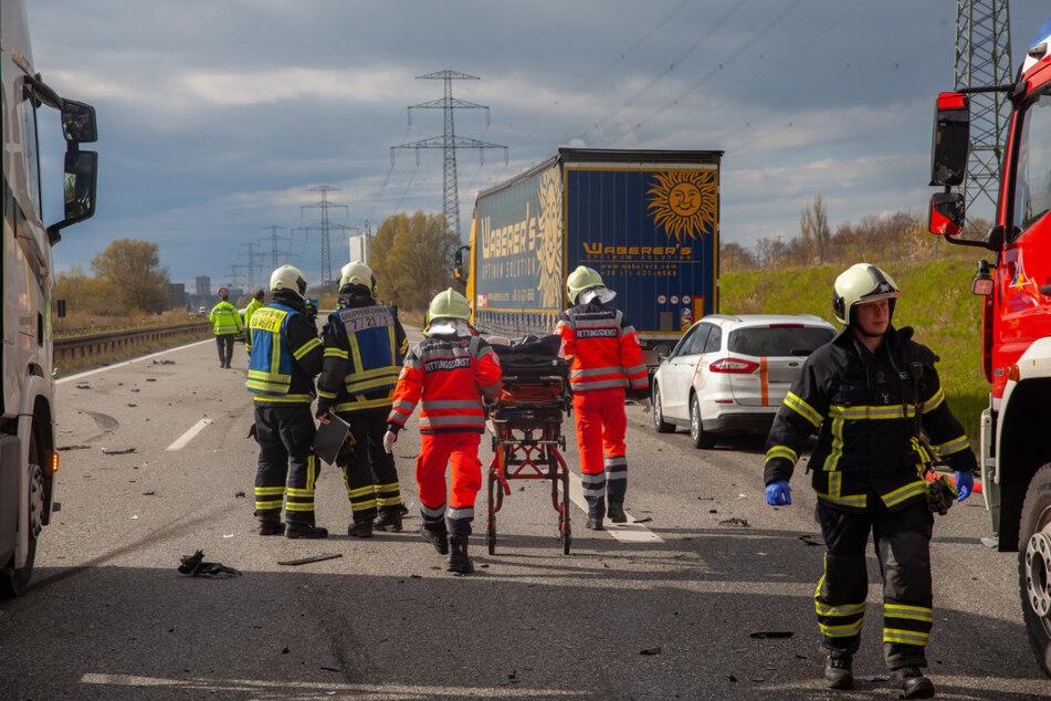 Überholvorgang geht schief! Zwei Verletzte nach Karambolage auf Autobahn