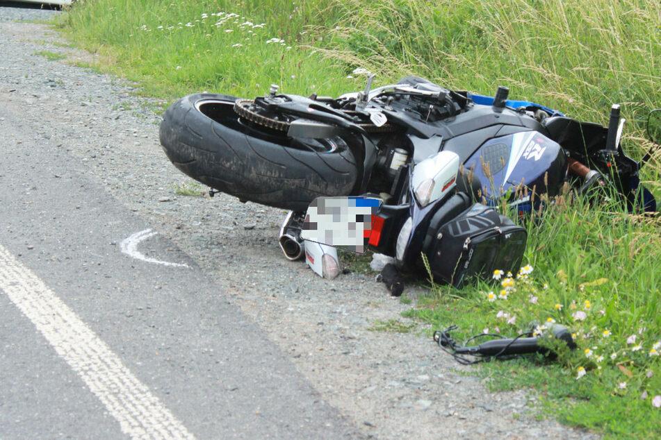 Der 59 Jahre alte Mann hat in Bayern die Kontrolle über seine Suzuki verloren und ist mit seiner Maschine auf die Gegenfahrbahn gerutscht.