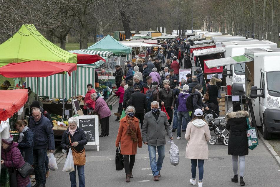 Massen auf dem Lingnermarkt, der am Freitag nach dem Corona-Verbot wieder öffnen durfte.